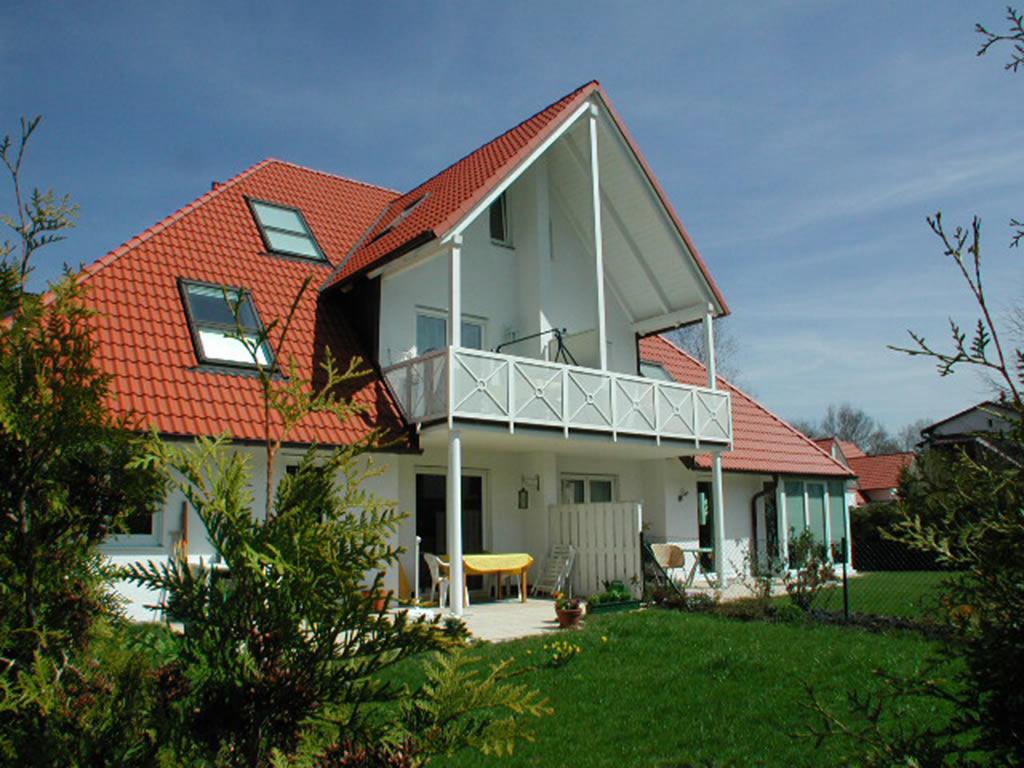 Mehrfamilienhaus mit Garten und Balkon