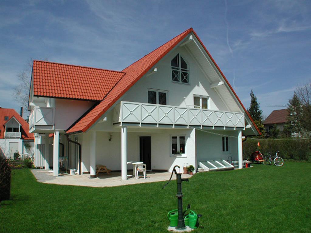 freistehende Villa mit Garten